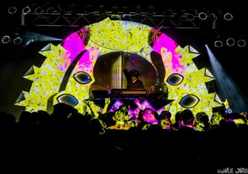 "Shpongle: 3d Video-mapped Mograph For ""My Head Feels Like A Frisbee"""